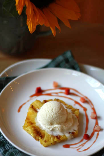 grilled pinapple dessert
